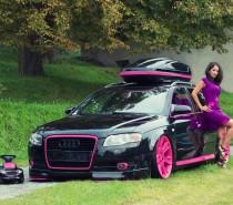 Dubnu vévodí černá AUDI A4 by MICHALKA s růžovými prvky